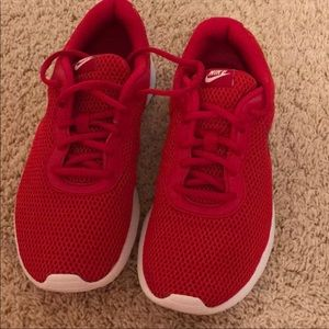 Nike used like new 6 1/2 in boys in girls size 8